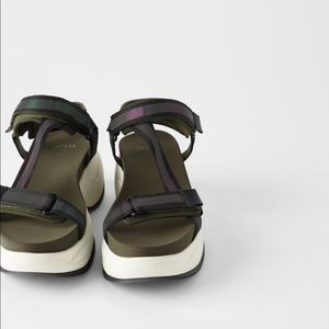 Thick soles athletic sandals